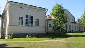 J.P Gylichin suunnittelema komea päärakennus valmistui 1851.