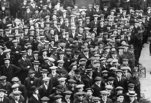 Englantilaisia vapaaehtoisia Lontoossa 1914.