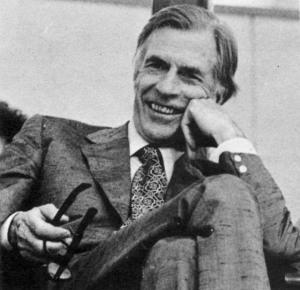 J.K. Galbraith näki klassisen keynesiläisyyden edustavan tavanomaista viisautta. Galbraith tunnetaankin jälkikeyneisläisyyden johtavina teoreetikkoina.